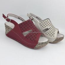 2018Genuine leather Handmade women casual sandals shoes with buckle strap