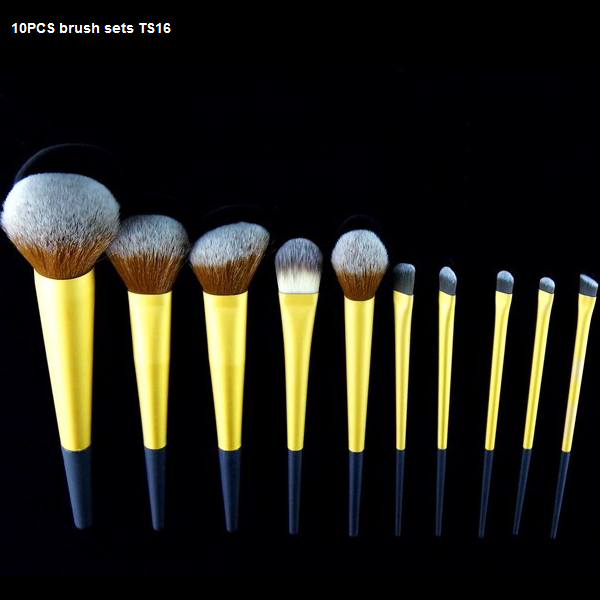Kabuki Makeup Brush Round with CASE Use with Any Makeup Type Natural Makeup Look