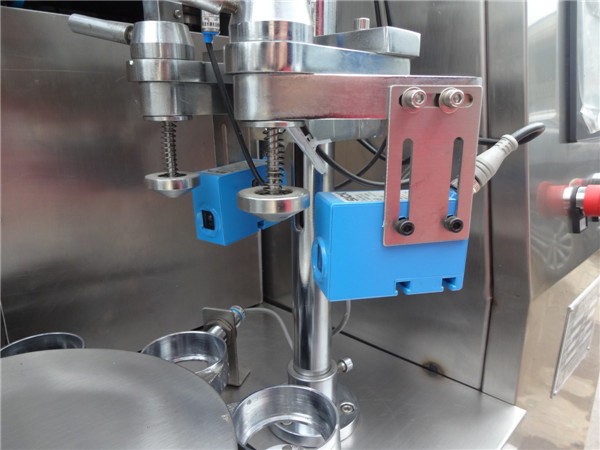 Fully automatic striped toothpaste filling and sealing packing machine