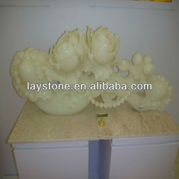 Laurel-green onyx statue flower