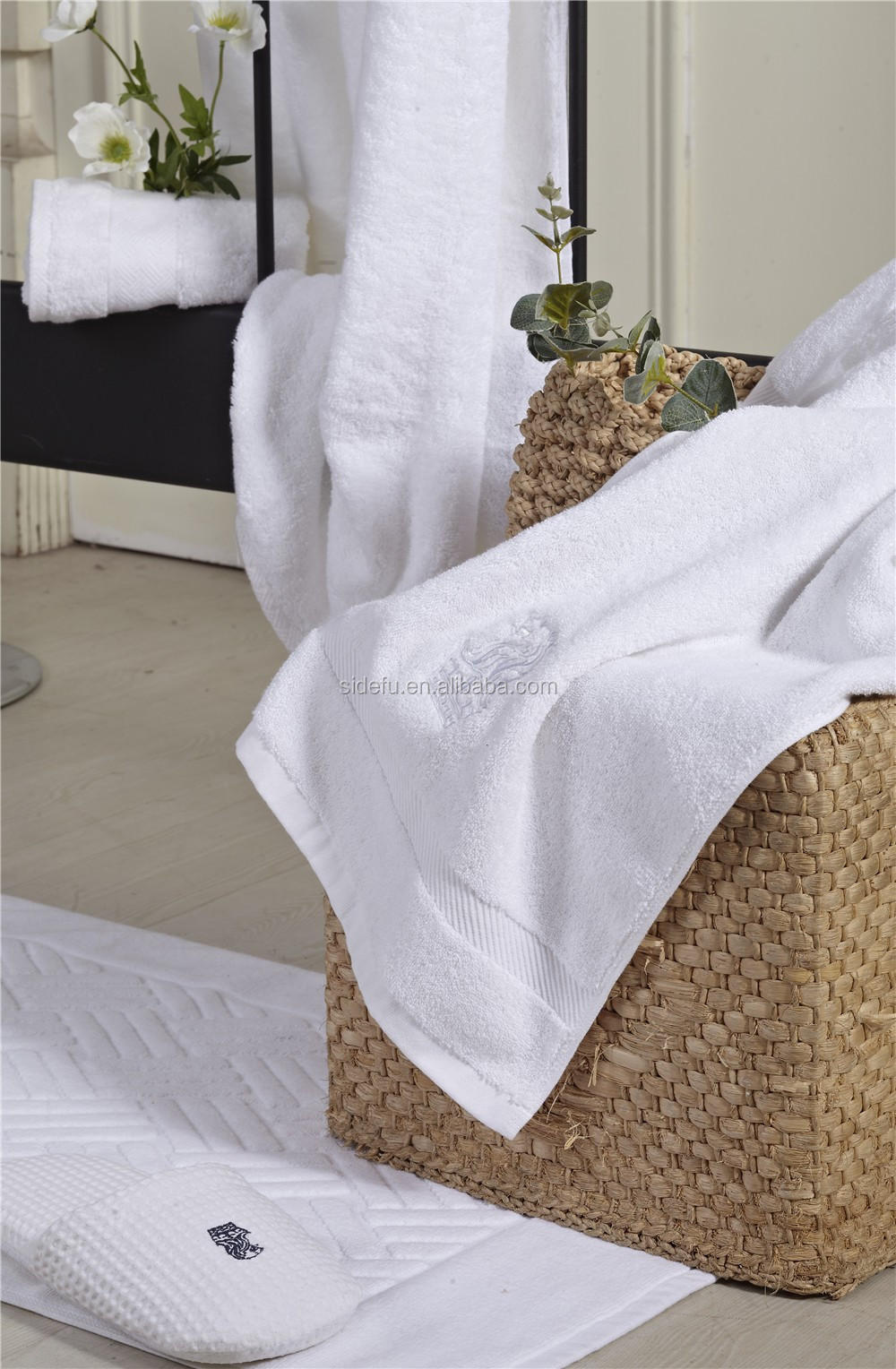 Customized Hotel supplies white jacquard cotton bath towels manufacture