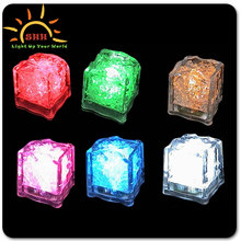 2016 New cooling water activated led lighting ice cubes with customized logo with China Factory Price