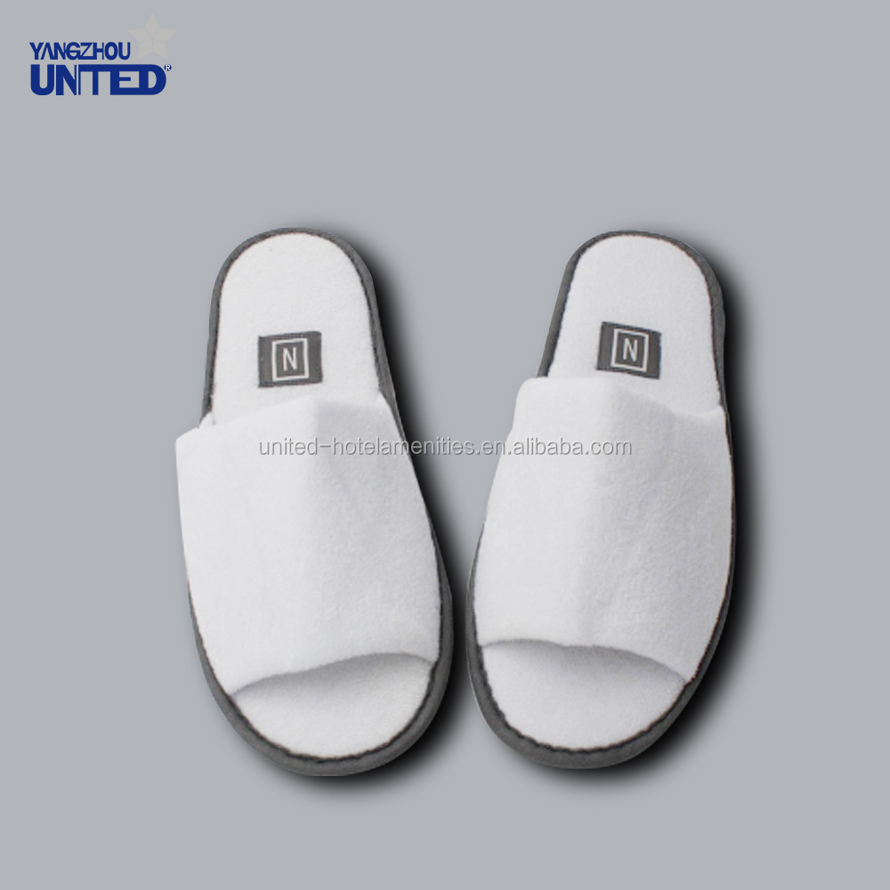 White Disposable Four seasons hotel style indoor hotel slippers