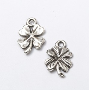 New styles zinc alloy four leaf clover lucky pendants charms antique silver fashion jewelry making