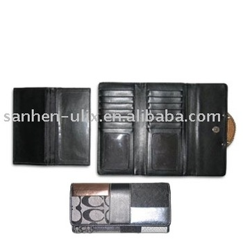 Woman Wallet with One Button to Closure and Back Pocket, Measures 7-1/2 x 4-inch