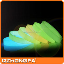 2016 New model UV silicone wrist band glow in the dark with various colors