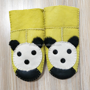 Gloves Manufacturer Offer Sheepskin Shell Fur Lining Yellow Mittens Panda Kids Mittens Comfortable for Baby