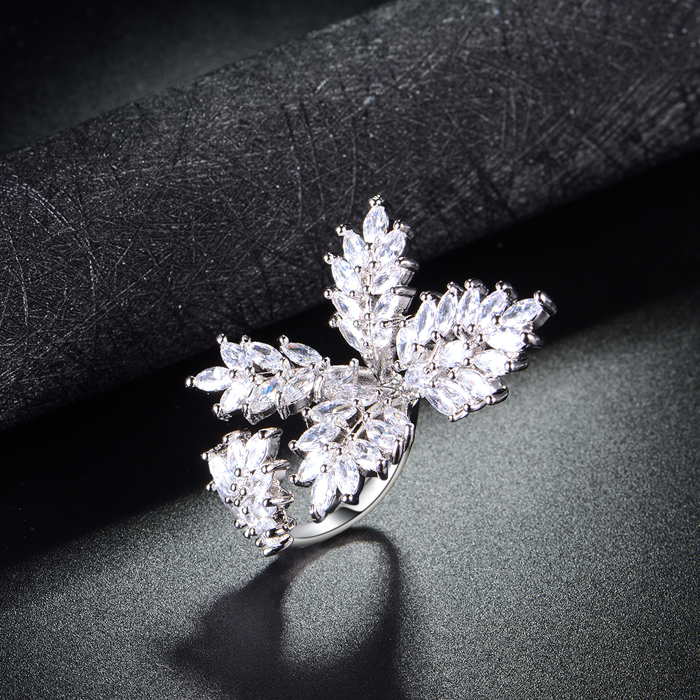 Generous Jeweley Zircon Design Four Leaf Clover Shape Engagement Ring For Girl