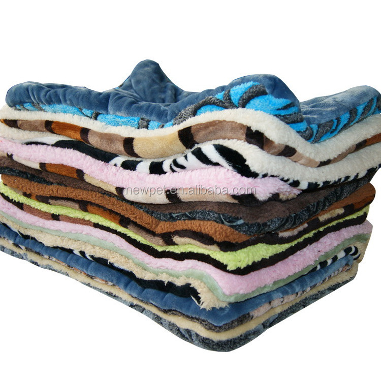 Factory wholesale newly design thicken coral fleece pet quilt how to make dog beds
