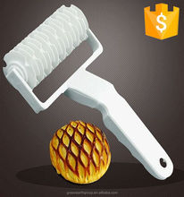 Small Size White Plastic Baking Tool DIY Pizza Lattice and Bread Roller Cutter