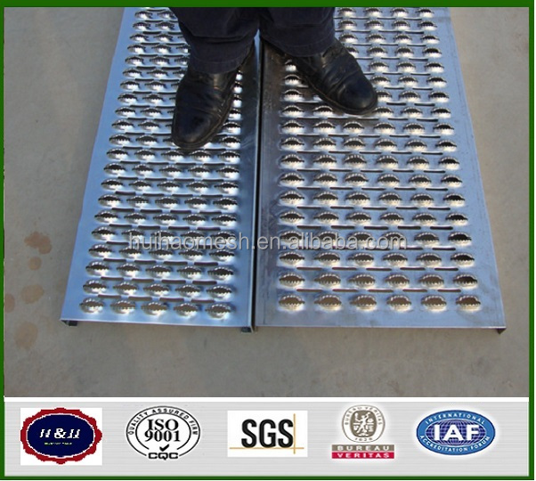 antiskid perforated sheet for catwalks