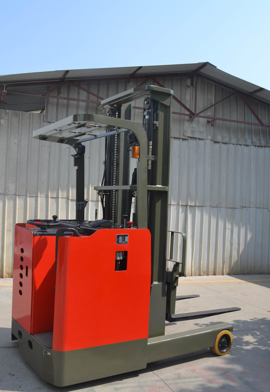 High battery capacity electric reach truck