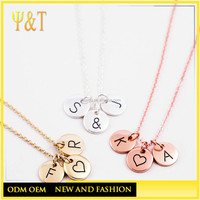 China factory stainless steel personalized round tag alphabet gold letter pendants necklaces,tiny initial pendants(QD-017)