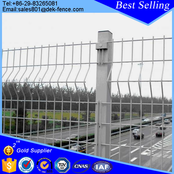 2x4 Curvy White Vinyl Coated Welded Wire Mesh Panel Fence