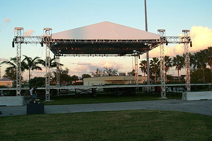 45'x35' 6 post roof stage with sound wings