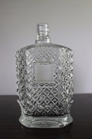 EXCELLENT 750ML LIQUOR GLASS WOOZY BOTTLE WITH SCREW TOP DESIGN