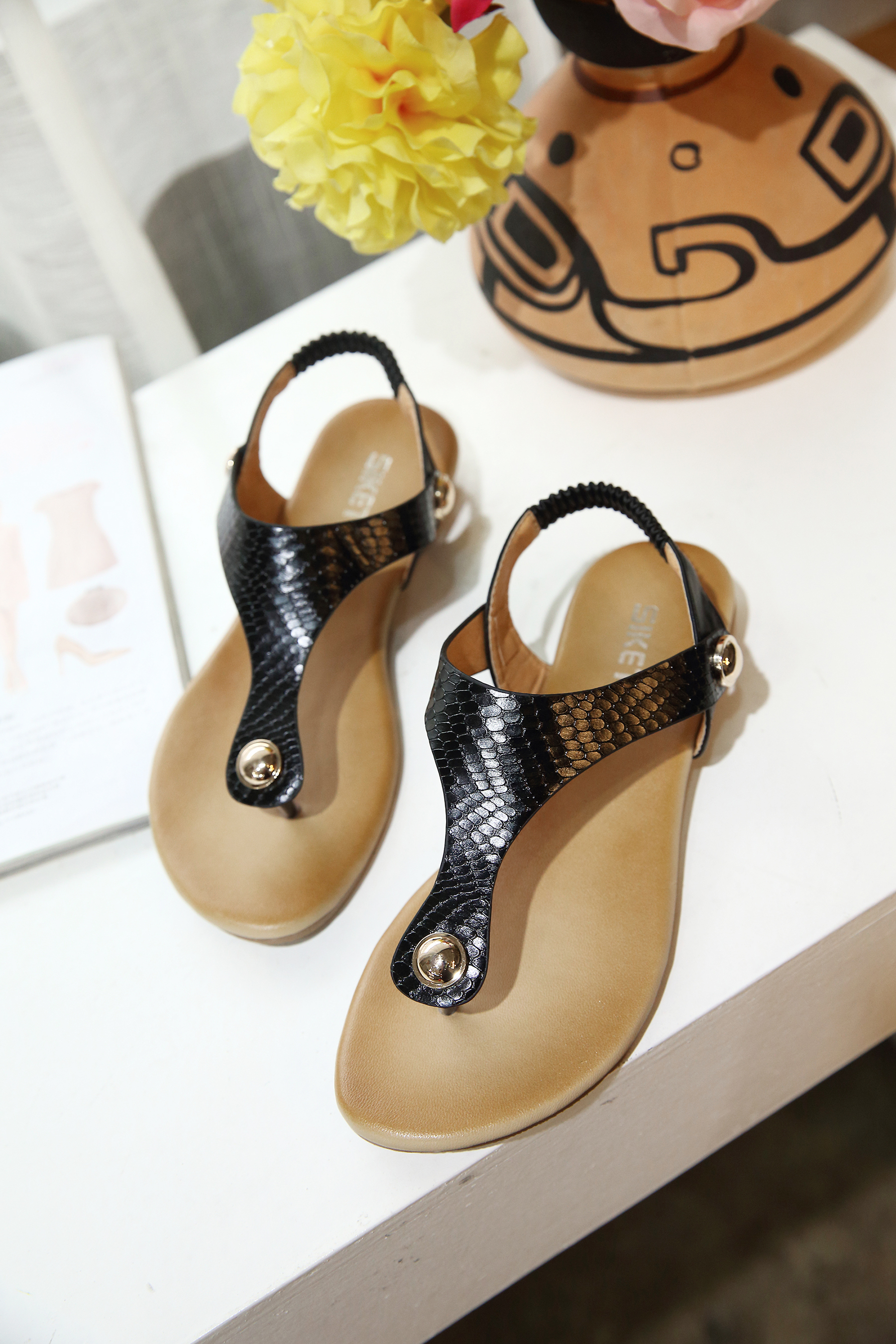 Chinese Low Cost ladies footwear with beautiful designs