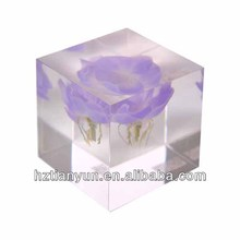 clear acrylic cube small with flower inside