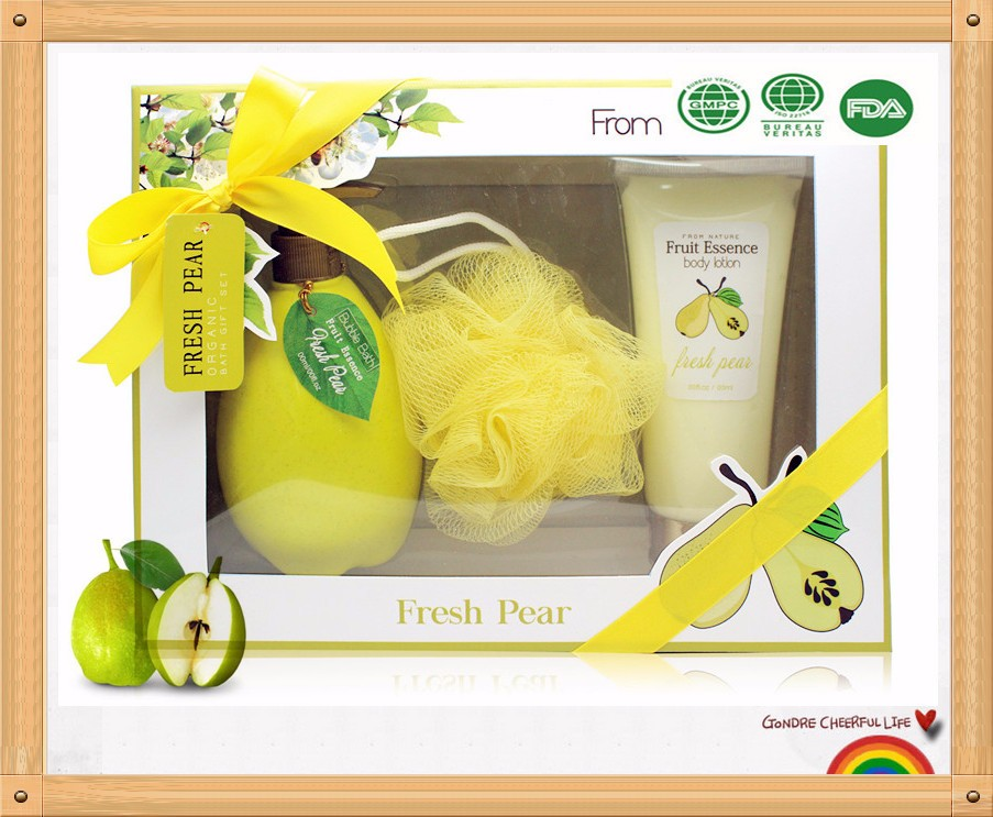 A best gift chioce of bath gift set with shower gel foot lotion toe separator in pvc window paper box