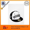 Top quality unisex cheap promotional fitted embroidery baseball mesh cap custom
