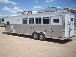 horse trailers '07 Logan XT w/Ultra Living Quarter