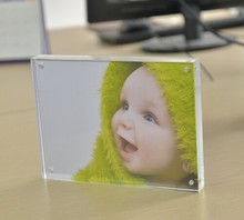 Double sides magnetic photo frame