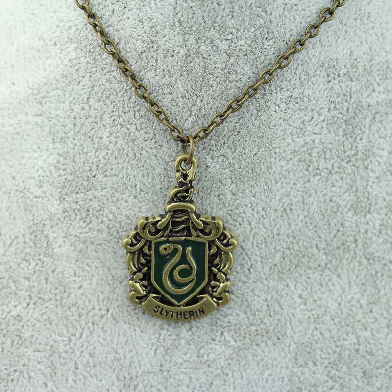 Free shipping Fashion Movie Jewelry Hogwarts School Badge Necklace pendant <strong>N</strong>-<strong>104</strong>