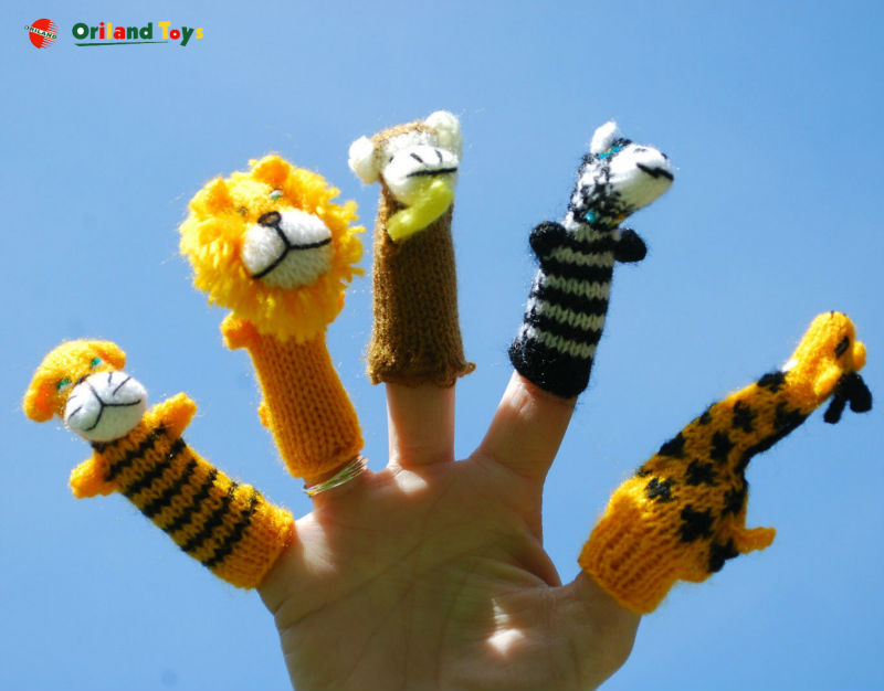 2015 top-quality Set of 5 different animal finger puppets and story