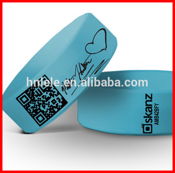 Promotional lower price adjustable embossed silicone wristband