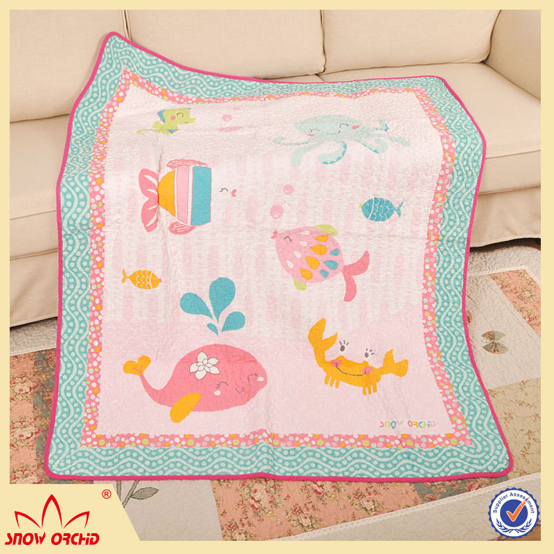 Pujiang Supplier handmade edge animal baby print personalized quilt / blanket for sale