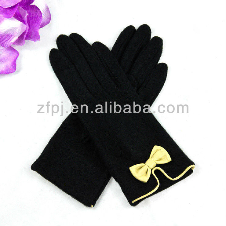 Black elegant wool knitted glove