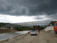 beiley bridge construction equipment
