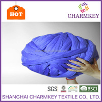 Bright blue color dyed chunky blanket knitting yarn 18-21 micron giant merino wool yarn