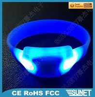 2017 Wholesale fashion blue LED wrist bands silicone rubber