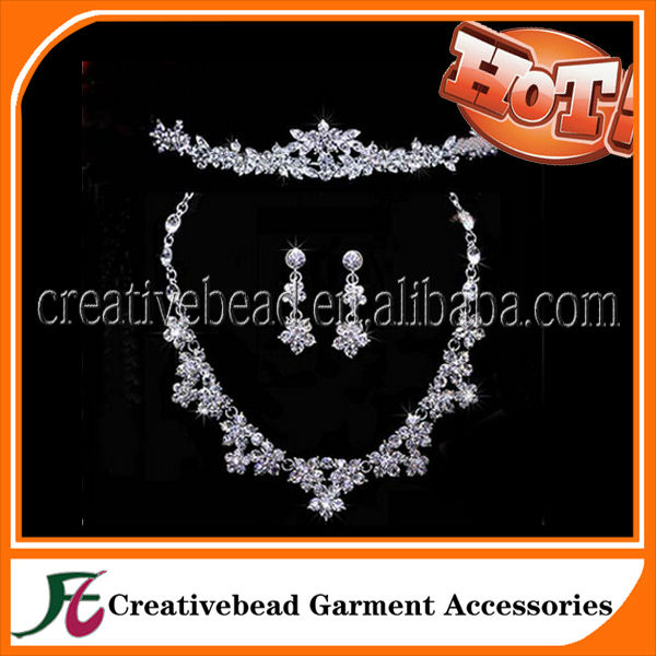 2014 latest fashion white crystal stone necklace set dubai gold jewelry set / wedding jewellery designs