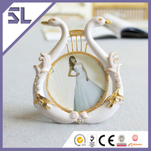 Cheap Golden Double Swan Photo Frame for Wedding Decoration Made in China