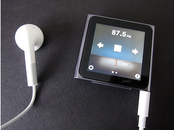 gift 1.8 inch 6th touch screen mp4 player with FM/TF slot
