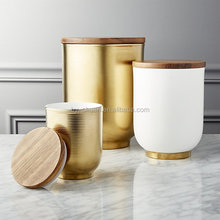 2017 white and gold ceramic jar with wooden lid