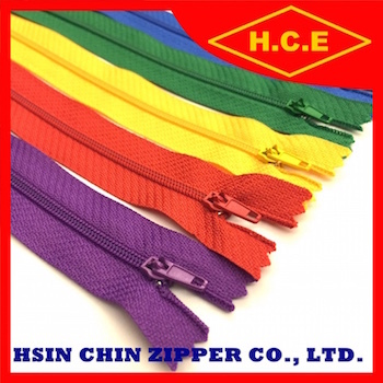 High quality 3 4 5 7 polyester footwear nylon zipper in customized length
