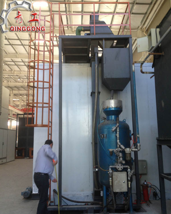 Sand Blasting Booth with Shot Recovery System and Dust Filter System