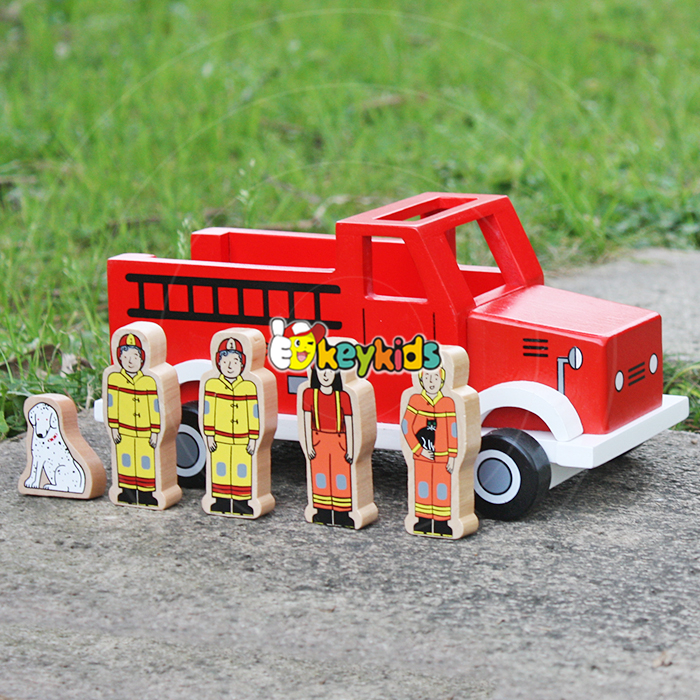 2017 wholesale best baby wooden fire truck toys new design four firemen and dog kids wooden fire truck toys W04A315