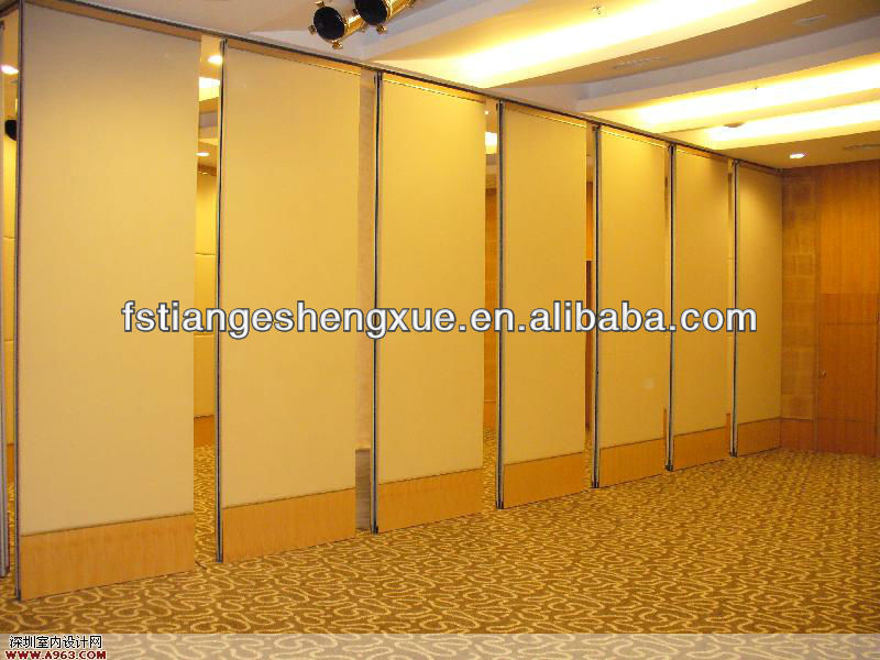 Indoor modular high wall partition for banquet room
