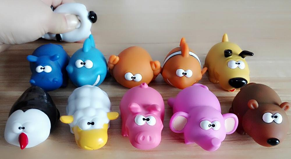 3d cartoon plastic pooping custom keychain, soft pvc custom keychain