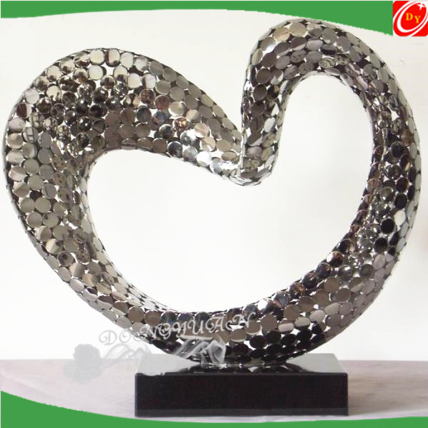stainless steel love shape sculpture with the surface polished