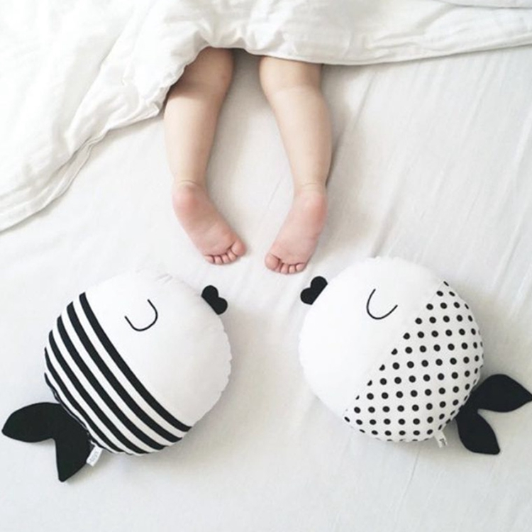 China Supplier 2016 New Design Children Bedding Cushion Baby Cartoon Hold Pillow Lovely Stripe Dots Fish Shaped Throw Pillow