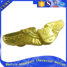 golden color plated alloy eagle emblem for business gift
