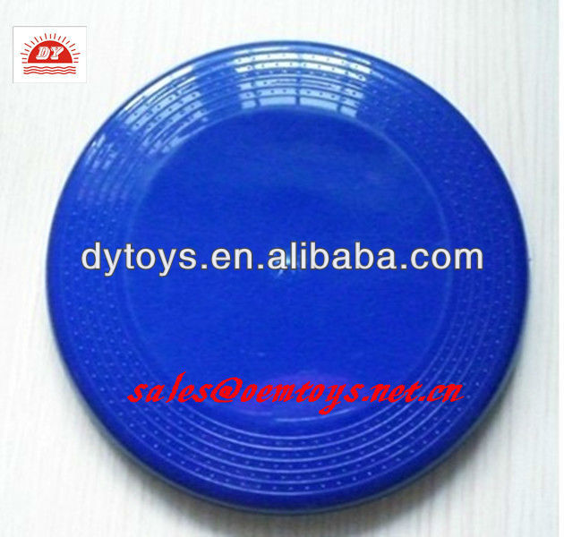 plastic frisbee, flying disc