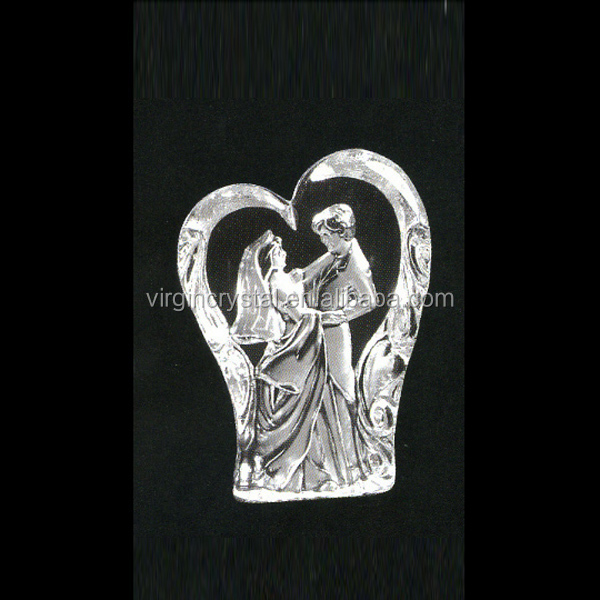 Wedding gift 3D laser heart shape crystal figurine model with bride and bridegroom for promotion