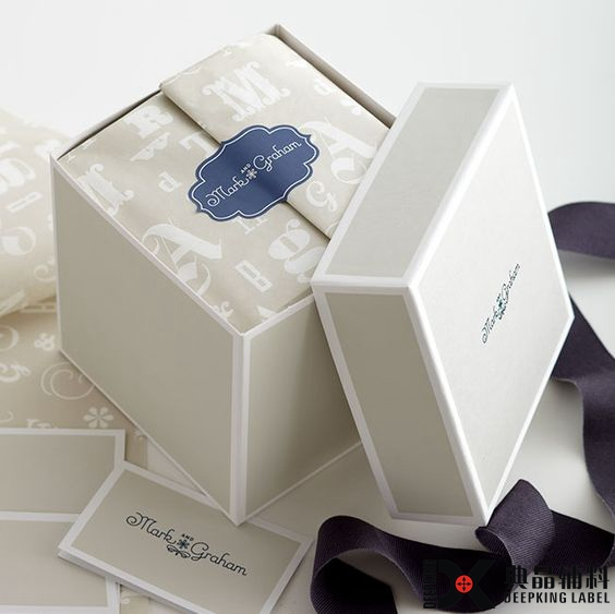 Fashion design custom packaging box/bag/tissue paper/sticker/poly bag one stop direct from factory