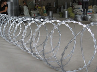 Low price and good quality concertina razor wire fencing from alibaba best sellers